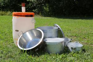 Campinggeschirr/ Töpfe/ Pfannen, Wasserspender